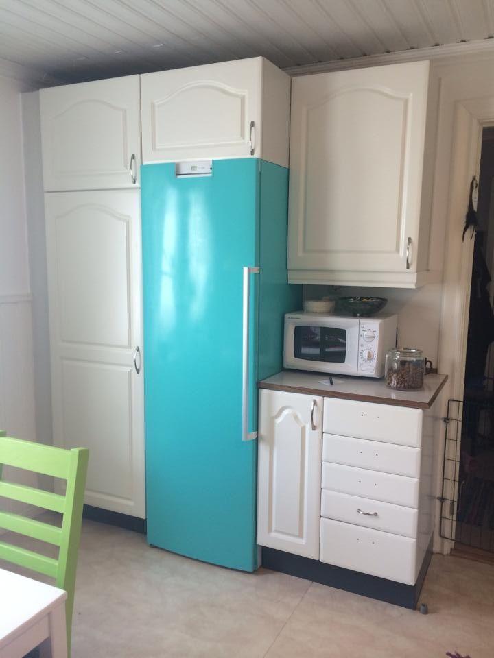 Måla kylskåpet med vattenbaserad lackfärg.