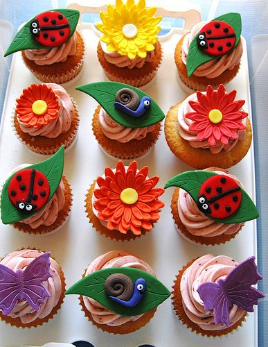 Garden cupcakes: flowers, ladybugs, snails and butterflies!