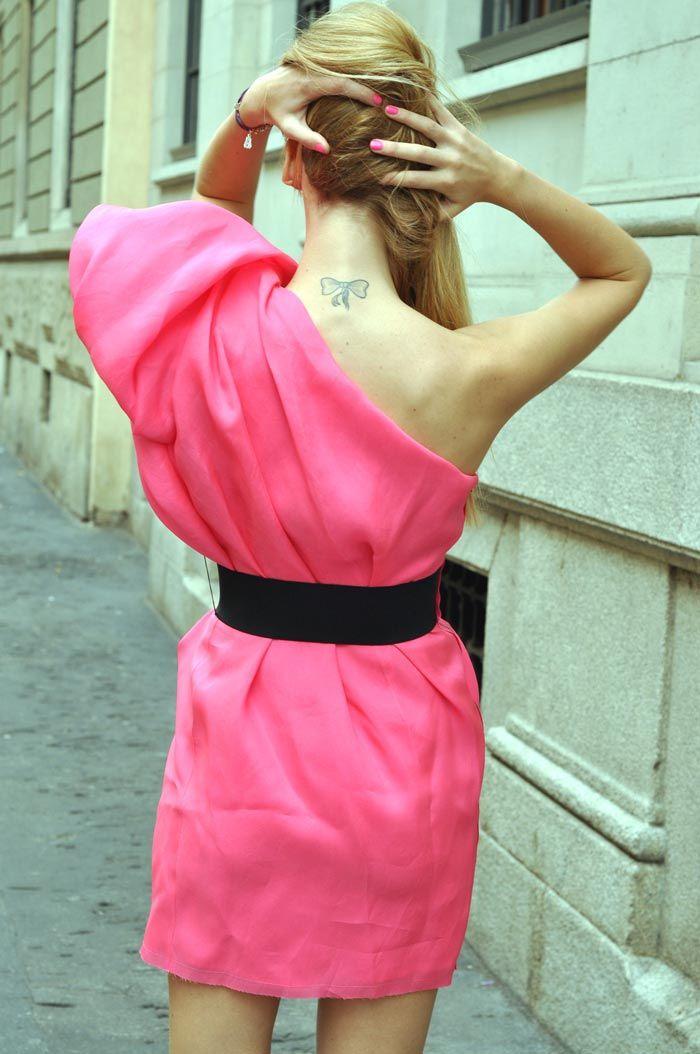 tatuaggio-fiocco-dietro-il-collo