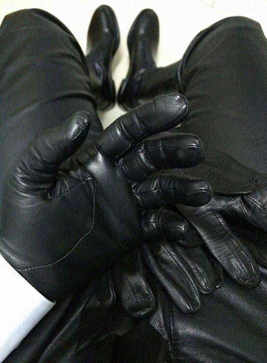 pornerbros gloves cuir