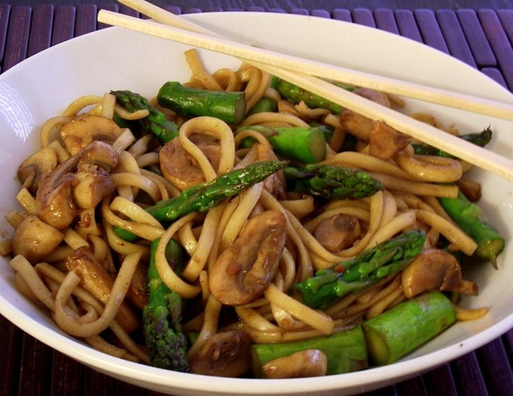 Five Spice Mushrooms & Asparagus with Udon Noodles - 8pp per serving ... you could totally add chicken - WITH 1lb chicken breast (I'd chop into bite sized pieces and brown in the pan with EVOO spray) - 11PP
