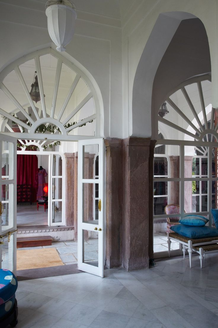 At Idli, owned by French expat Thierry Journo, clothes and home items in bright dip-dyed silks are all made in Jaipur.