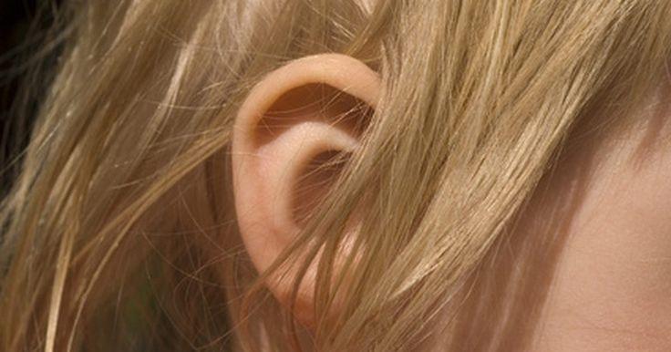 Como tratar vertigem com exercícios Brandt-Daroff. Vertigem é um distúrbio do ouvido médio causado por pequenos cristais que colonizam a parte sensível do ouvido interno. Esses cristais se deslocam causando a tontura da vertigem. Normalmente, um médico especializado em distúrbios de tontura e equilíbrio irá realizar a manobra de Epley ou Semont para ajudar a resolver os cristais deslocados. A ...