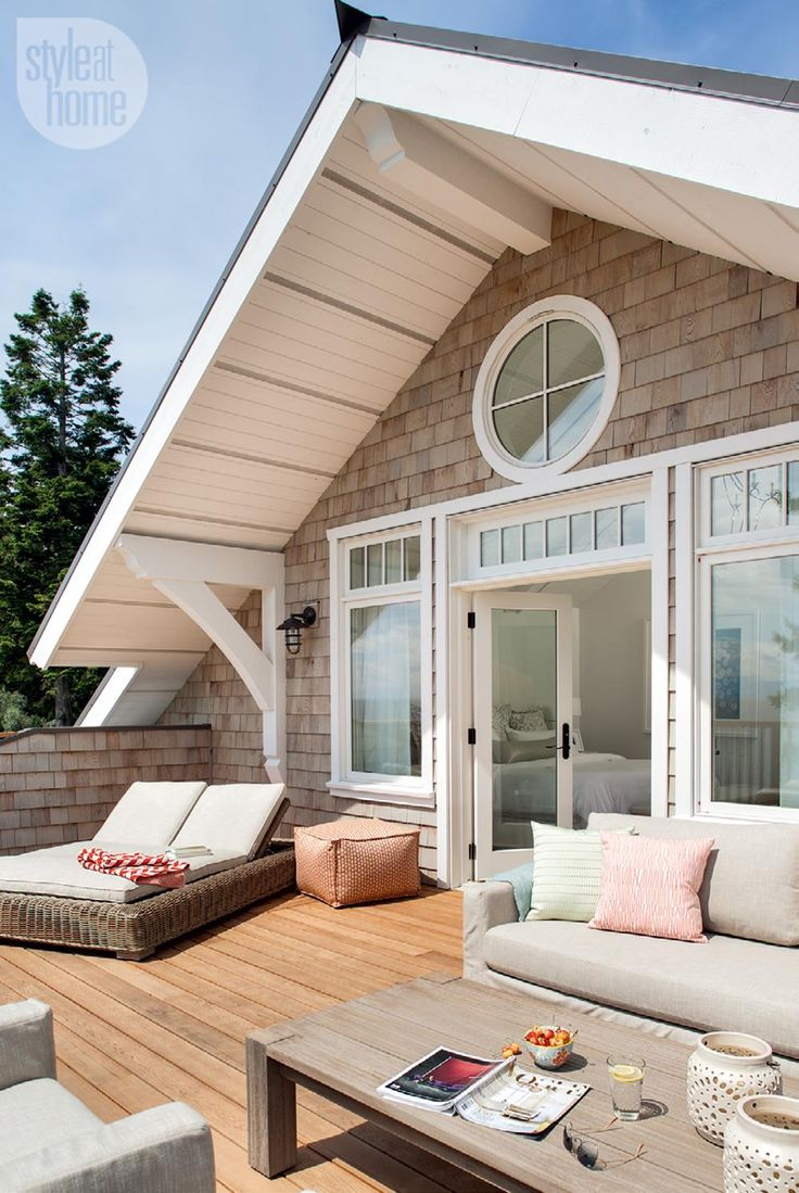 Clean lines and a muted palette give a bright and airy West Coast cottage home a modern twist.