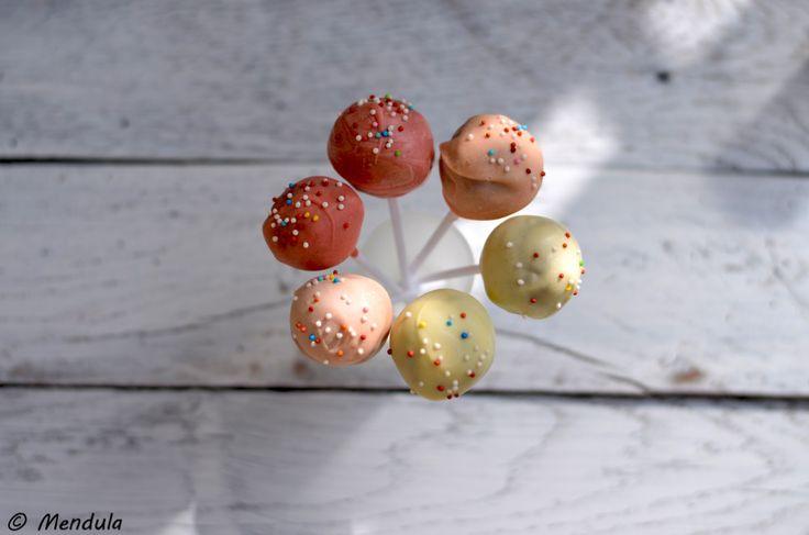 http://mendula.hu/wp-content/uploads/2015/03/r%C3%A9patorta-cakepop-2.jpg