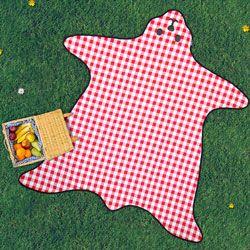 Geniessen Sie Ihr Essen unter freiem Himmel auf dieser weichen karierten Picknickdecke Bärenfell. -