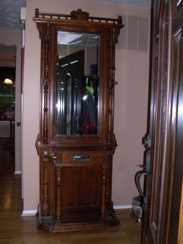 Rare Vintage Pulaski Furniture Corp Mirror Hall Tree