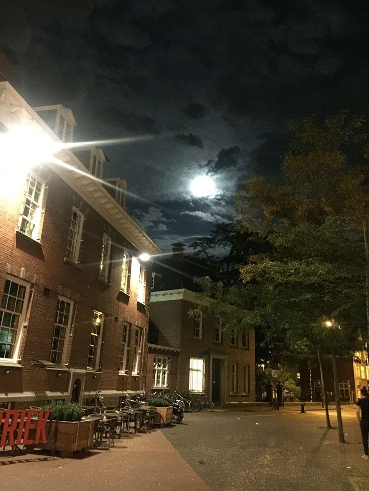 Eindhoven , volle maan