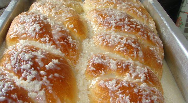 Rosca Doce com Cobertura de Leite Condensado e Coco e Pão fofinho de creme e leite condensado