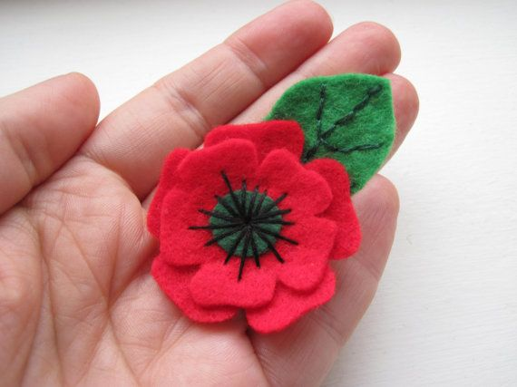 Small Poppy Brooch, Christmas Poppy Brooch, Felt Flower Pin With Leaf