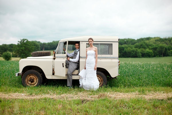 wedding picture with the land rover = perfect safari-style wedding