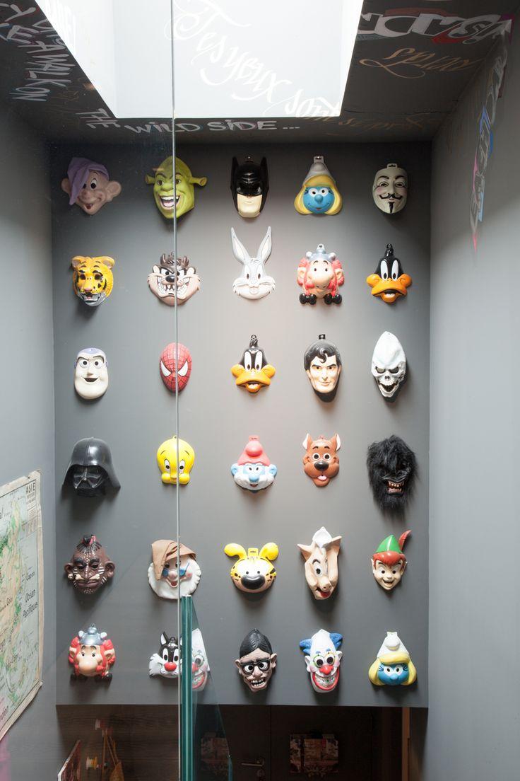 mur décoré avec des masques #mur #masque