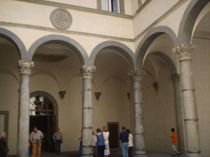 Палаццо Руччелаи. Внутренний двор.