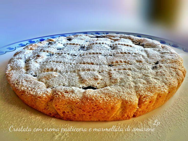 Crostata con crema pasticcera e marmellata di amarene, un dolce davvero delizioso e delicato che allieterà i vostri dopocena.