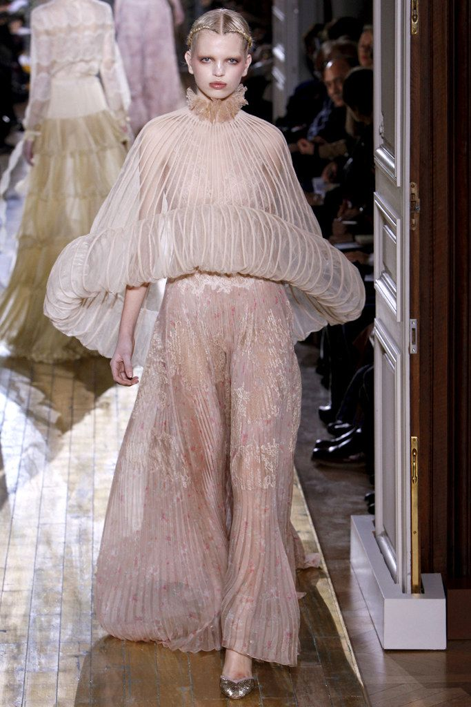 "Valentino Spring 2011 Couture Fashion Show - Daphne Groeneveld (Women)  1910's inspired silhouette  Fotuny Inspired-delphos gown with very small pleating Poiret inspired ""tunic""- wide tunic, held out in full circle-minaret tunic"