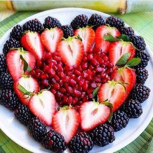 Healthy Fruit Heart for a Valentine's Day Treat #Heart fruit platter #Non-chocolate valentines dessert   http://www.sassydealz.com/2014/02/healthy-fruit-heart-valentines-day-treat.html
