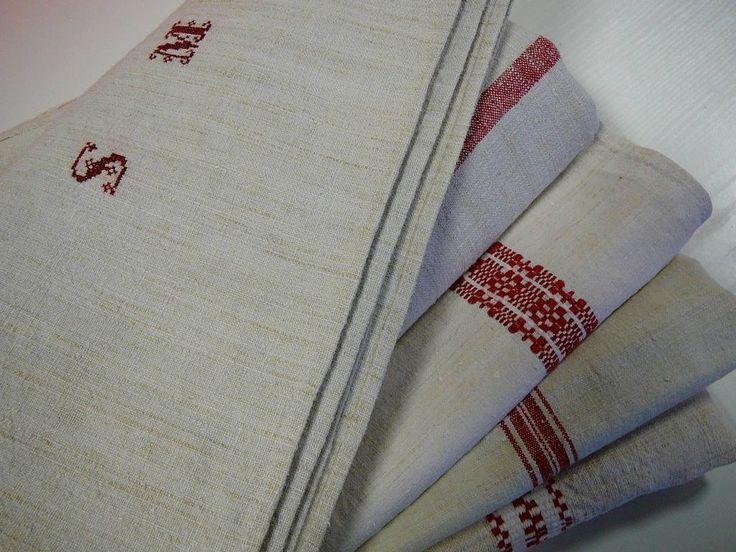 Aki járt már nálunk valamelyik rendezvényen, látta az állandó kísérőinket, amik több, mint 100 évesek... #textile #vintage #tablecloth #love2smile
