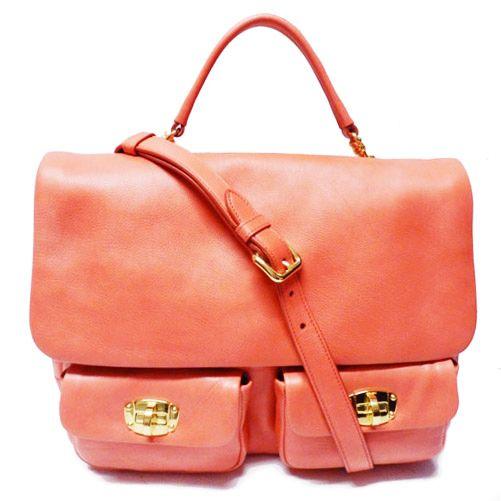 No te quedes sin este exclusivo #MiuMiu de piel en coral. ¡Dará un toque de color a tus looks! http://bit.ly/1IGU7LW #shooping #sales #moda #complementos #summer