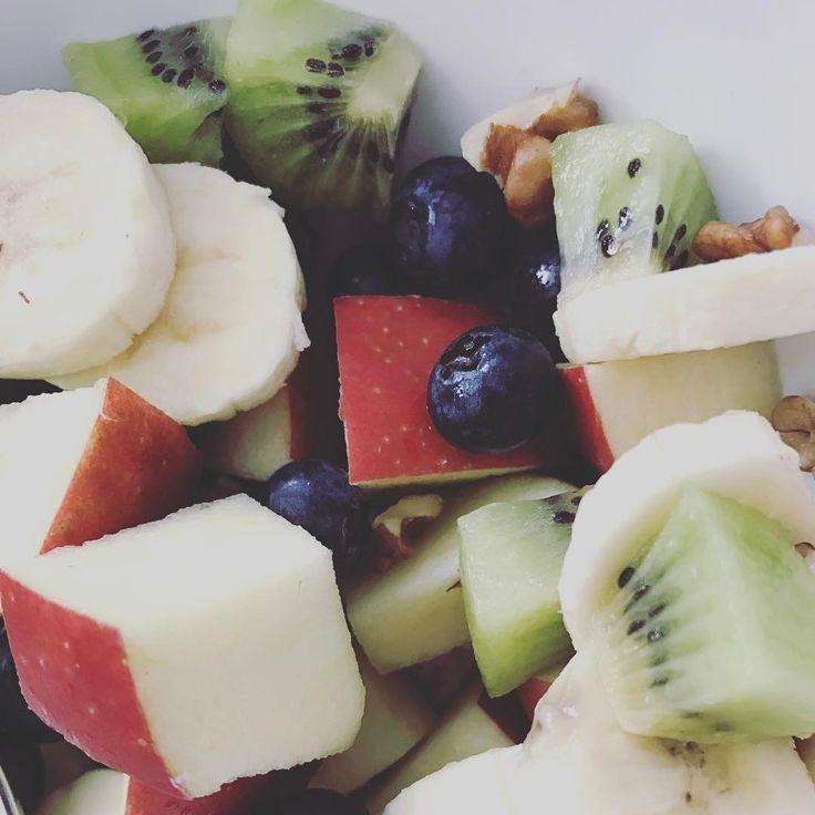Terezky doping.����#fruit #healthyfood #fight #blueberries #kiwi #green #apple #healthysnack #healthy #instagood #instamood #dailypic #photo #banana #apple #vitamins #bojsbacilem #uzchcipivo�� http://www.butimag.com/banana/post/1482096136105650012_3645776137/?code=BSRdpVTjmdc