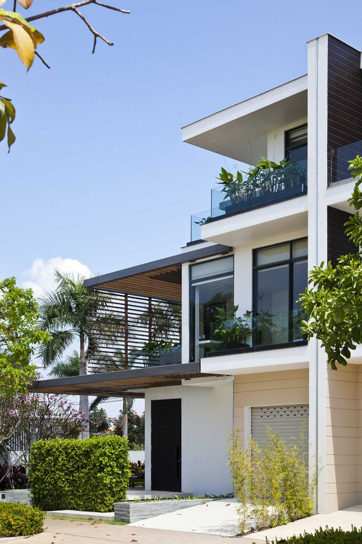 Fachada com linhas retas, projeto da casa de MIA Design Studio