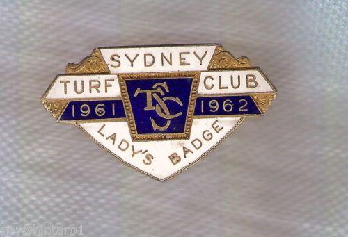 D123-SYDNEY-TURF-CLUB-LADY-LAPEL-BADGE-1961-62-1180