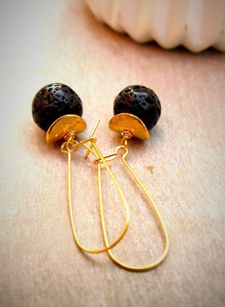 Boucles d'oreilles en lave noir : Boucles d'oreille par callenana