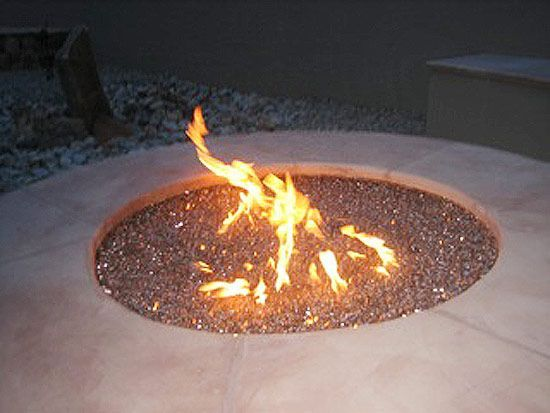 How-to build a gas fire pit with the fire glass. Nice!