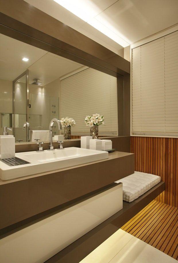 Brasilidades: arte, design e vista pro mar (Foto: MCA Estúdio/Divulgação). Bathrooms - Baños, banho, banheiro.
