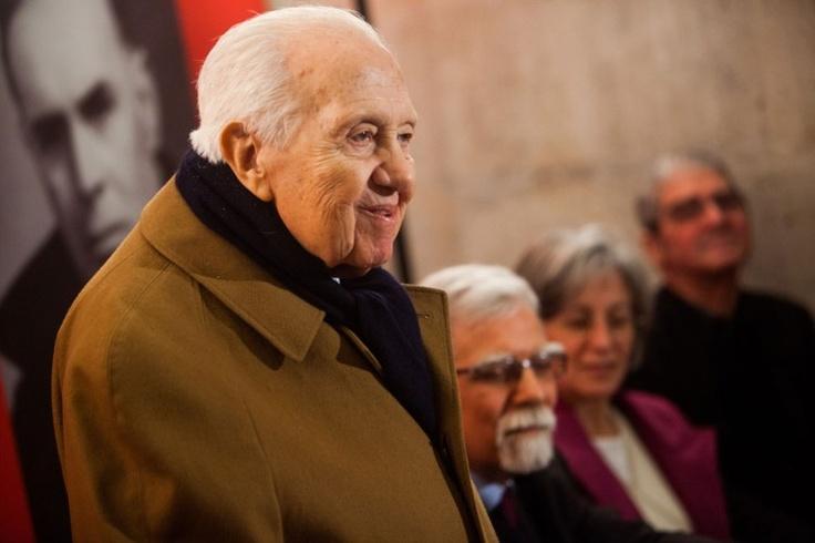 Mário Soares acusa governo de destruir Portugal e massacrar os portugueses