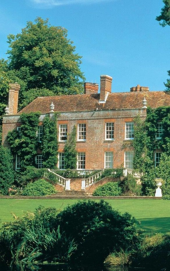 manor house that I imagine when I read The Secret Garden for my project at college