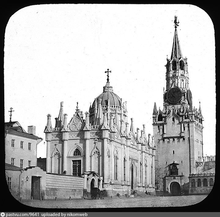 Вознесенский монастырь (разрушен в 1929 году) и Спасская башня, тогда ещё белая.