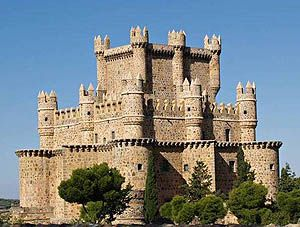 Castillo de Guadamur, Province of Toledo, Castilla-La Mancha, Spain with its triple ring of concentric defensive walls   ..rh