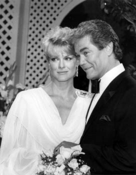 Gloria Loring played Liz Chandler here with Joe Gallison - Dr. Neil Curtis.