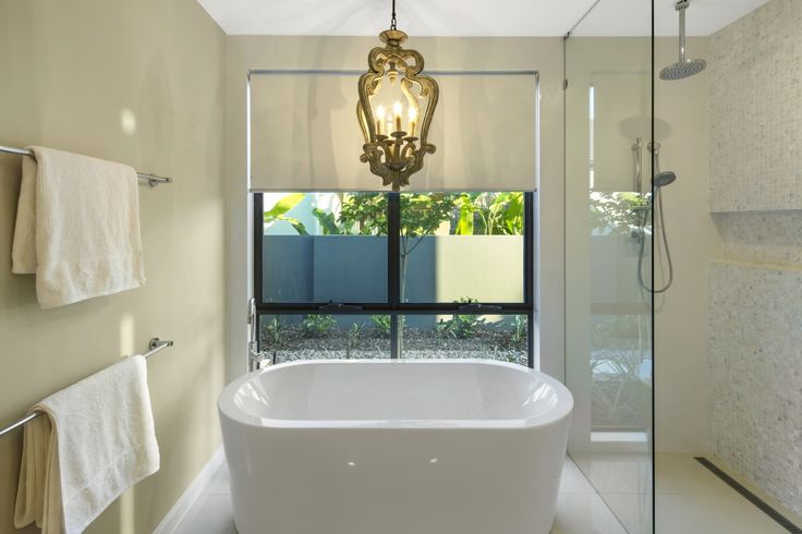 Experience Hamptons @ Sanctuary Cove...one of the exclusive holiday homes from Gallery Luxe. Main ensuite. http://www.galleryluxe.com.au/hamptons-luxury-holiday-homes-sanctuary-cove/ #luxuryescapes #holidayhomes #getaway #goldcoast #australia #sanctuary cove