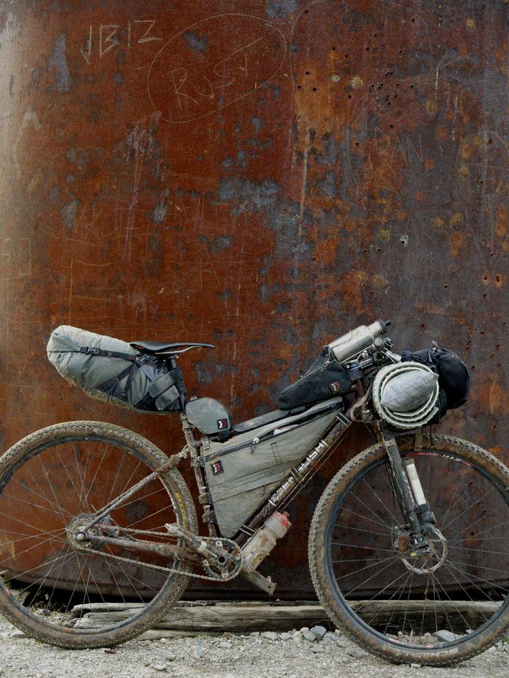 JCruz's Rob English folding 2-9 bike in backpacking configuration.