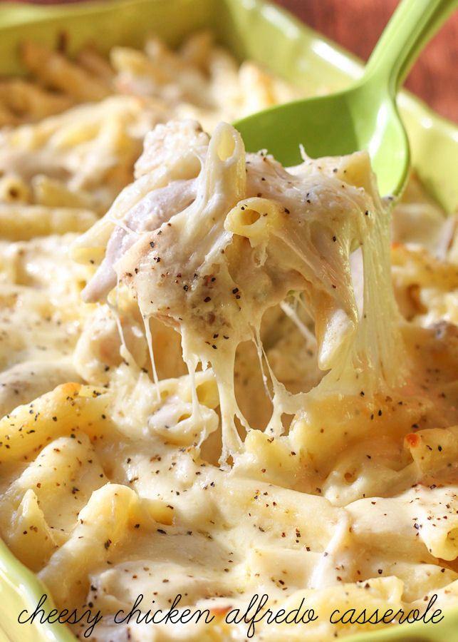 Cheesy Chicken Alfredo Casserole - a delicious and simple casserole version of the dish every family loves! { lilluna.com }