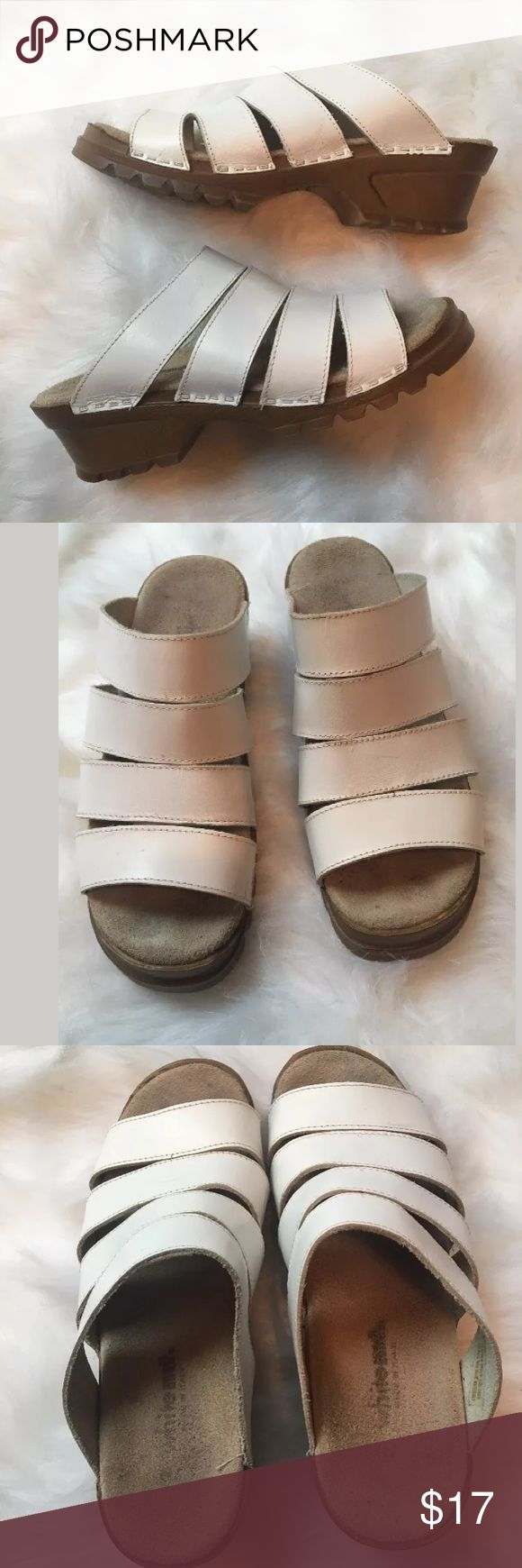 White Mountain Clogs Open Toe Leather Sandals sz 7 White Mountain  Open Toe Leather Sandals Clogs soles made in Italy  Women's Sz 7 Shoes Worn, some separation on back as shown. Also some markings on leather as shown. White Mountain Shoes Mules & Clogs
