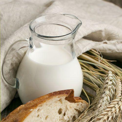 Исстари все знают о целебности натурального молока — и молоко от SeasonMarket подтверждает это! Выпейте кружку молока вприкуску с ломтем свежего хлеба — насладитесь классическим завтраком русского стола — несложным, но сытным. Достаточно выпивать по поллитра молока каждый день — и организму обеспечена дневная порция кальция! Настоящий кладезь витаминов в молоке от SeasonMarket. #eat #milk #curd #cheese  #food  #eat
