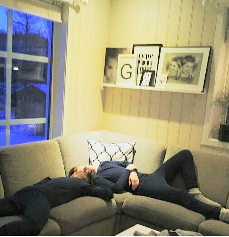 Chudáci :( Přišli domů a hned usnuli :(( Ale jsou roztomilý, to uznejte :3