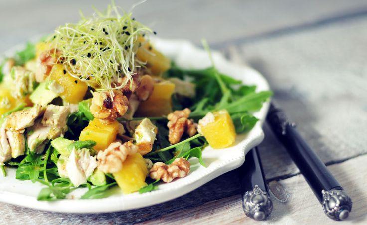 Een zeer voedzame en lekkere avocado salade met ananas: veel vitamines, mineralen, vezels en gezonde vetten. De ananas zorgt voor sappigheid, zoetheid en frisheid.