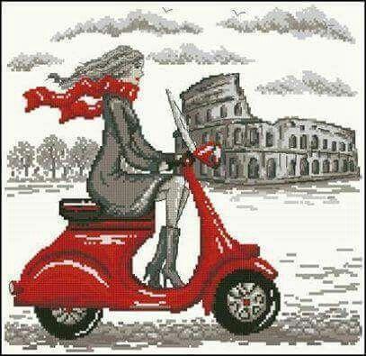 Ragazza sul scuter al colosseo Roma