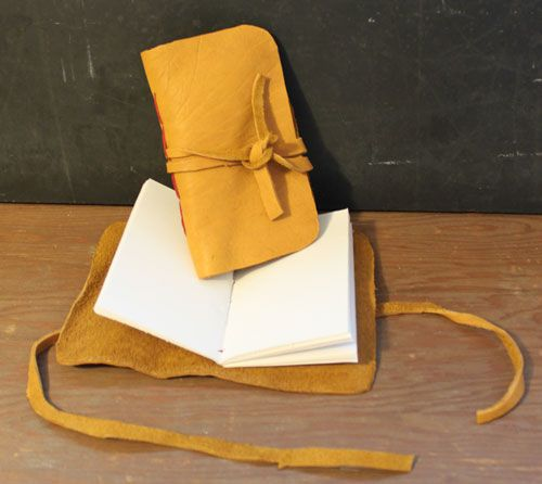 Tutorial: Rustic Leather Sketchbook  great gift idea or just make one for yourself =)