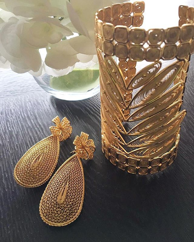 It's Friday, bling is out ✨✨✨ #tgif #vinecuff #dropearrings #portugalcollection #pinaroyalcollection #tresalmas