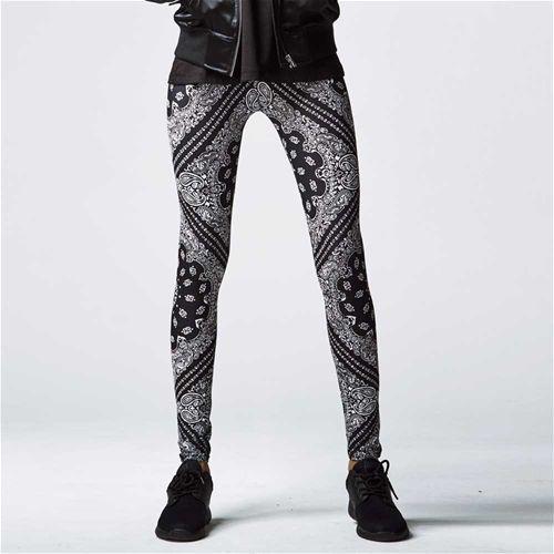 Dames legging met bandana print zwart/wit - L - Urban Classics