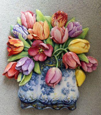 tulip 生徒様作品 木の土台は私が絵の輪郭に合わせて切っています。