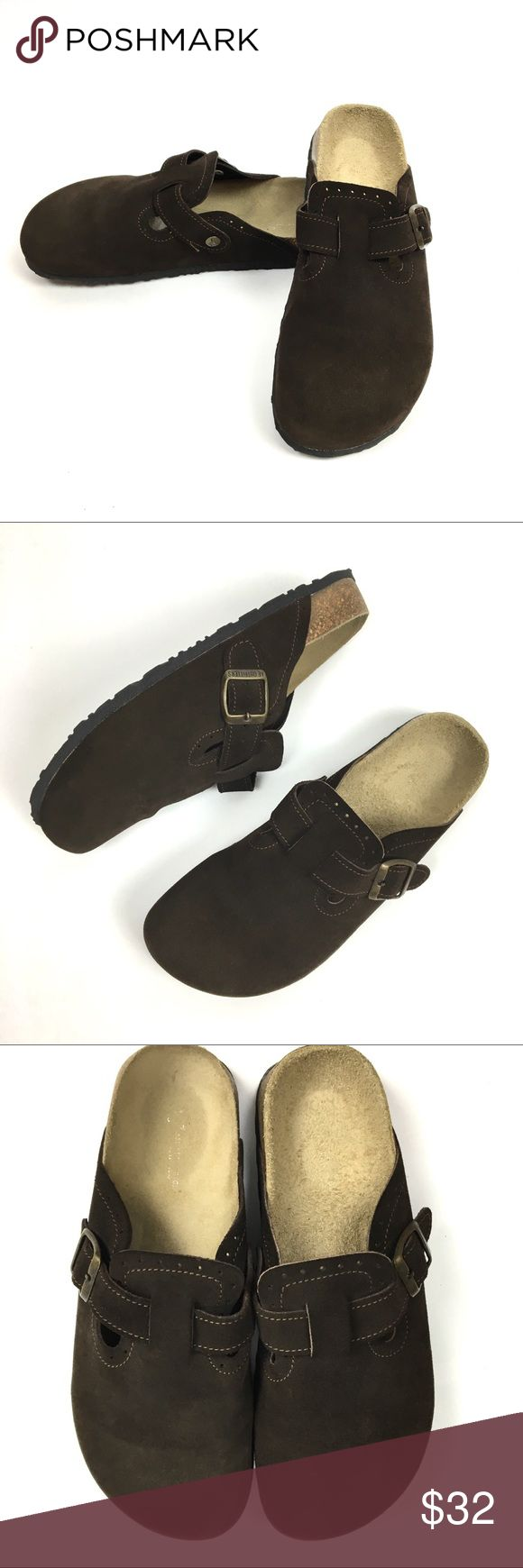NWOT American Eagle Brown Suede Clogs size 8 American Eagle Suede slip on Clogs. Step into style & channel your cooler-weather vibes! Suede upper. Contoured footbed. Buckle detail for adjustable width. Treaded rubber outsole. New without tags-These have no signs of wear! Size 8. American Eagle Outfitters Shoes Mules & Clogs