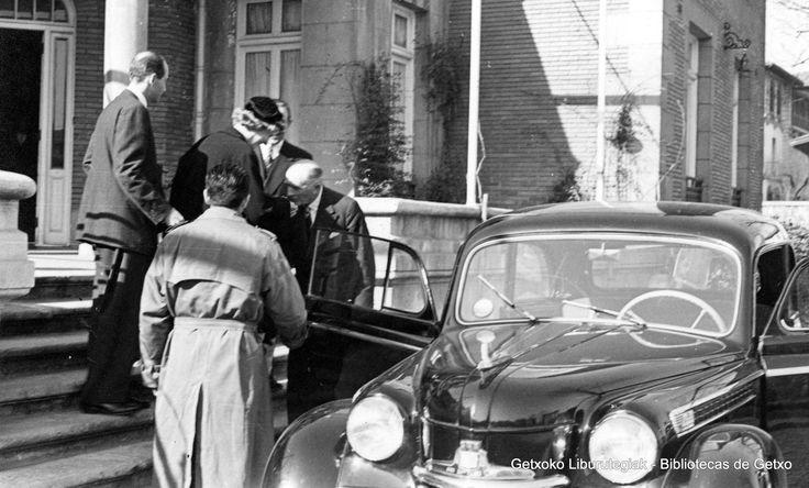 Visita del príncipe Otto de Austria al Club Marítimo del Abra, 1954 (Colección Archivo municipal de Getxo) (ref. 05771)