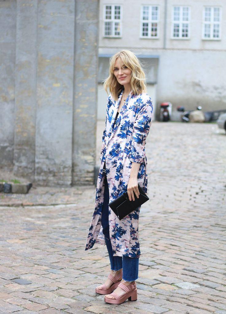 Sommerprint og blå jeans