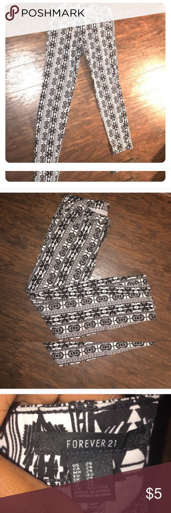 Black n White Aztec Pants Black n White Aztec skinny pants. In brand new condition. Front and back pockets. Size 29. No model sorry. Forever 21 Pants Skinny