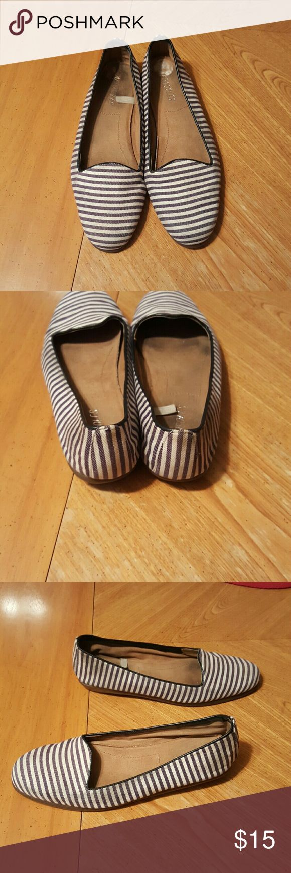 Blue and white flats Very comfortable blue and white flats. In good condition. AEROSOLES Shoes Flats & Loafers